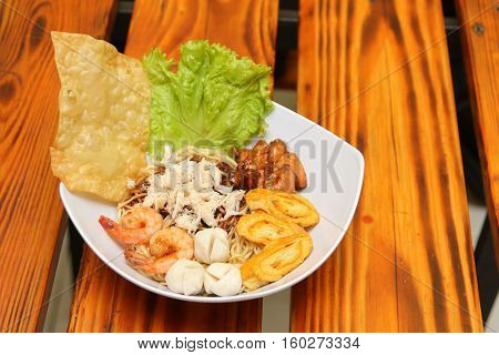 Crab noodles black pepper with prawn shrimp and vegetable in white bowl