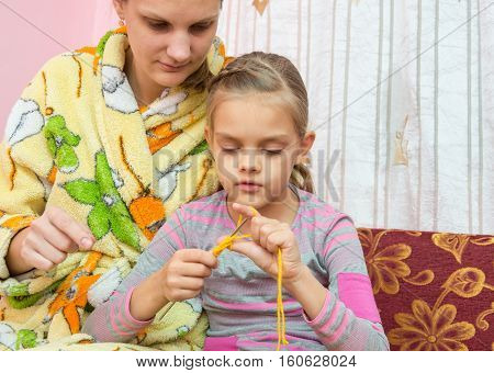 Mom Shows How To Learn To Knit