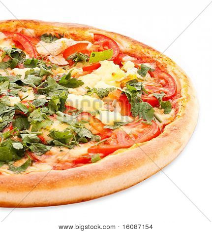 Sabrosa pizza italiana sobre blanco