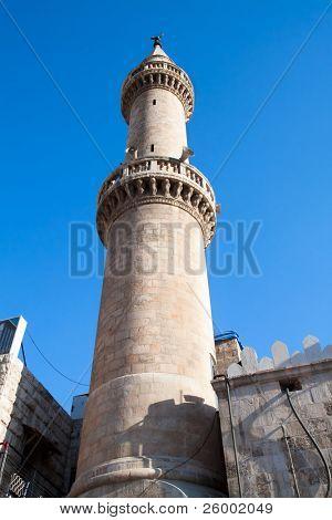 Minarett der King Hussein Moschee in Amman, Jordanien