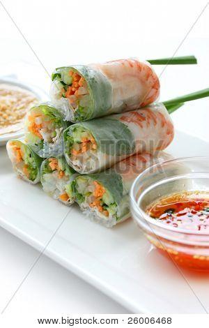 Rollo de verano, ensalada roll, rollo de primavera fresca, comida vietnamita