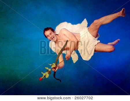 Cupido con alas y hogar en forma de flecha en postal vintage