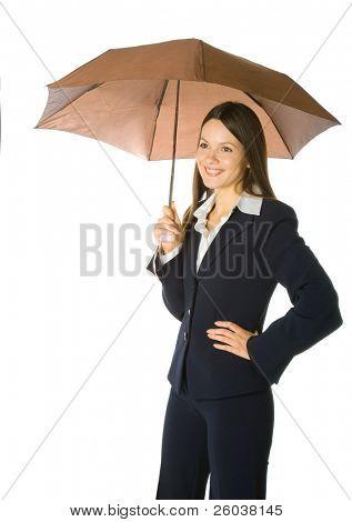 Porträt einer schönen Business-Frau hält einen Regenschirm. Isoliert auf weißem Hintergrund