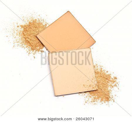 kosmetische Pulver. isoliert auf weißem Hintergrund