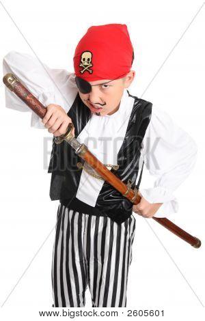 Pirata gruñendo con espada