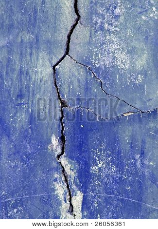 blue cracked wall