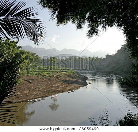 mekong river loung phabang lao