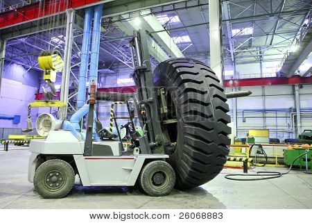 Forklift with giant size tyre