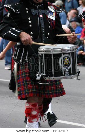 Vestidos baterista de la banda de música