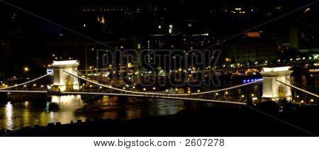 SzéChenyi Chain Bridge In Budapest By Night