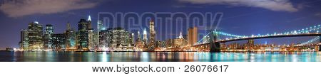New York City Manhattan Skyline Panorama mit Brooklyn Brücke und Office Wolkenkratzer mit Gebäude in