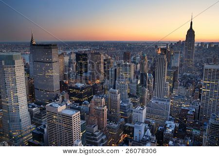 New York City Manhattan Skyline Panorama sunset Luftbild mit. Empire State building