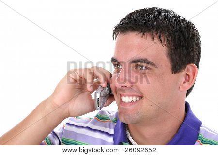 Primer plano de la atractiva joven hombre en teléfono móvil con sonrisa.  Diecinueve años de edad.