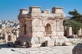 Постер, плакат: Камень башня в Джераше Римская древний город из Geraza Иордания