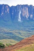 picture of canaima  - Kukenan tepuy with Kukenan waterfall  - JPG