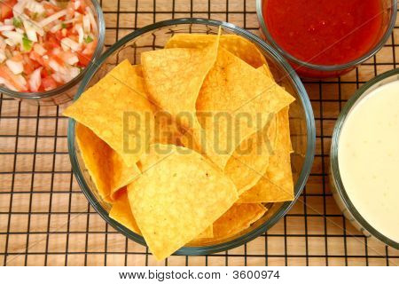 Nachos, Salsa  And Cheese Dip