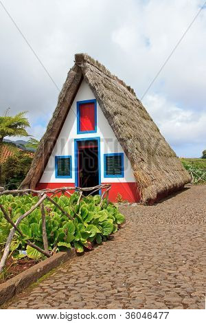 reconstitution of a thatched roof house, typical of Madeira