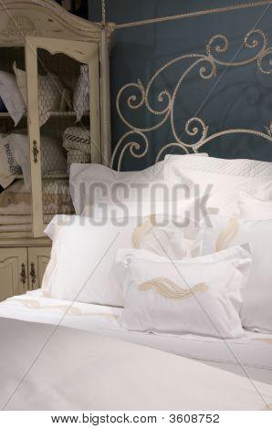 Crisp White Bedroom Set