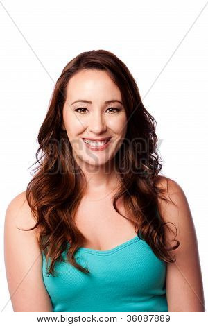 Mulher jovem sorridente e feliz