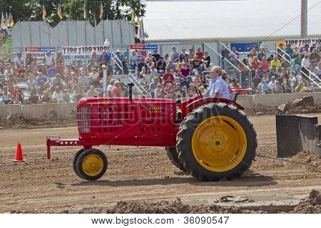 Massey Harris Super 101 Tractor Pulling