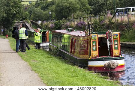 Diggle, England - Aug 19Th: Waterway Officials Check Boats Before Escorting Them Through Standedg Tu