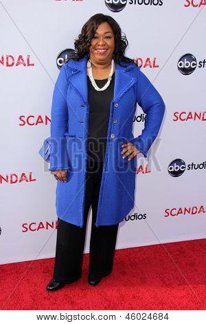 LOS ANGELES - MAY 16:  Shonda Rhimes arrives at