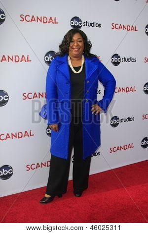 LOS ANGELES - MAY 16:  Shonda Rhimes arrives at