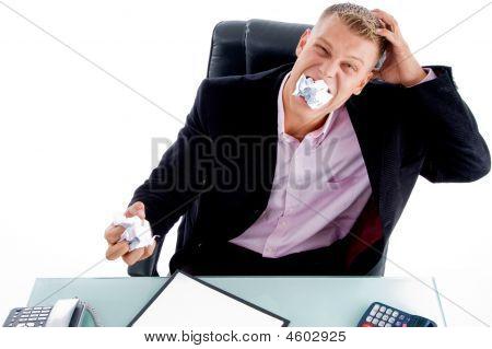Retrato de hombre de negocios irritada