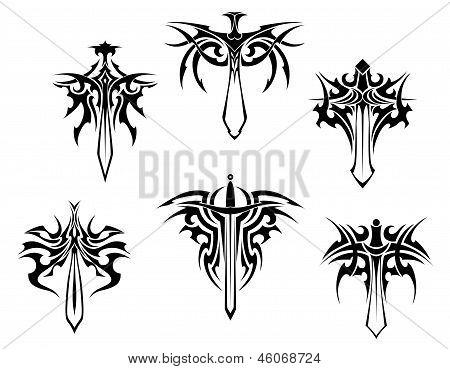 Tatuaje con espadas y dagas