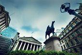 Постер, плакат: Банк Англии Royal Exchange и Веллингтон статуя в Лондоне Великобритании