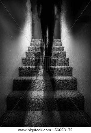 Schatten-Abbildung, die Treppe hinauf gehen