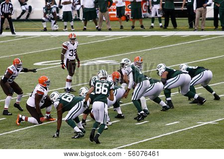 NEW YORK-DEC 22: New York Jets quarterback Geno Smith (7) calls out a play against the Cleveland Browns during the first half at MetLife Stadium.