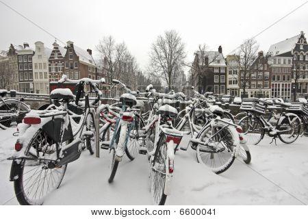 Im Winter verschneiten Amsterdam, Niederlande