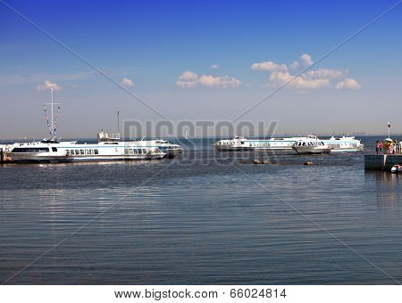 Petrodvorets. Meteors (water taxi) in the Gulf of Finland wait for passengers