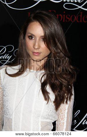 Zoey DeutchLOS ANGELES - MAY 31:  Troian Bellisario at the