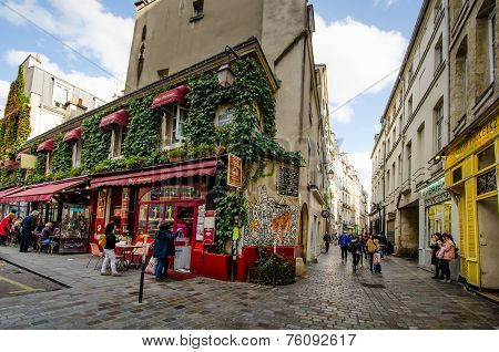 Street scene in Marais, Paris