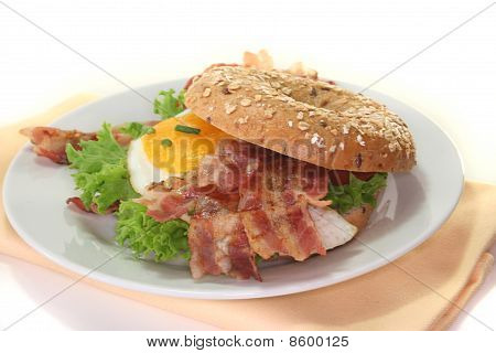 Bagel With Fried Egg And Bacon