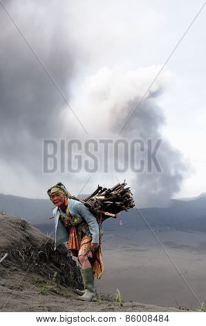 Daily Living In Indonesia In The Vicinity Of The Volcano