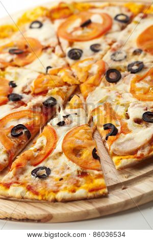 Spicy Pizza with Mozzarella, Chicken Breast, Tomatoes and Black Olives