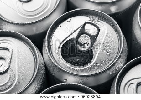 Opened and closed canned drinks