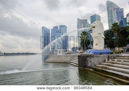 The Merlion fountain in front of the Marina Bay Sand