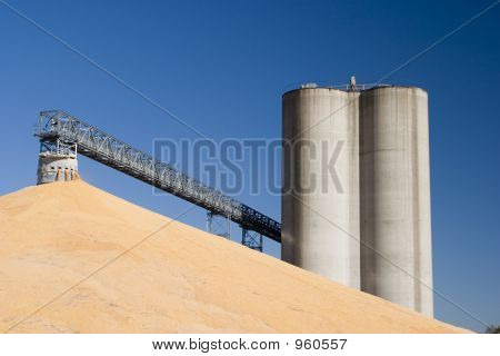 Midwest Elevators And Corn 3150