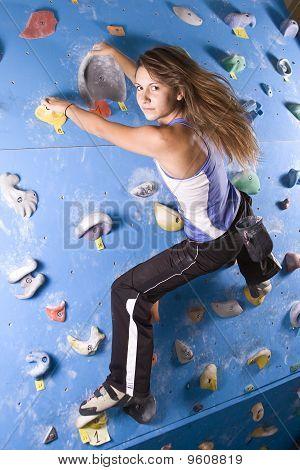 sportliche Mädchen Klettern