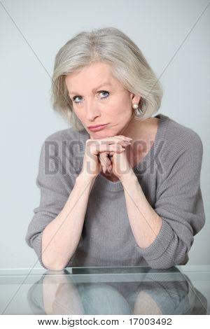 Mujer Senior con expresión despreocupado