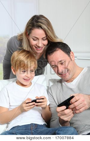 Familie Video-Spiel auf Smart-phone