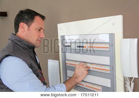 Central de verificação de eletricista