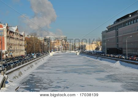 Embankment of the Moscow River on a cold winter day.