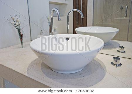 moderne designer hand waschbecken in einer sch ssel form. Black Bedroom Furniture Sets. Home Design Ideas