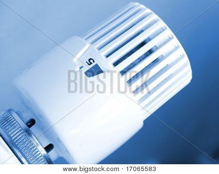 Heating radiator with regulator