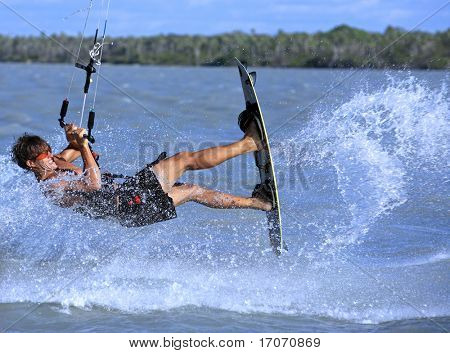 Junge und talentierte Kitesurfer in Brasilien Tatajuba, Jericoacoara, ceara